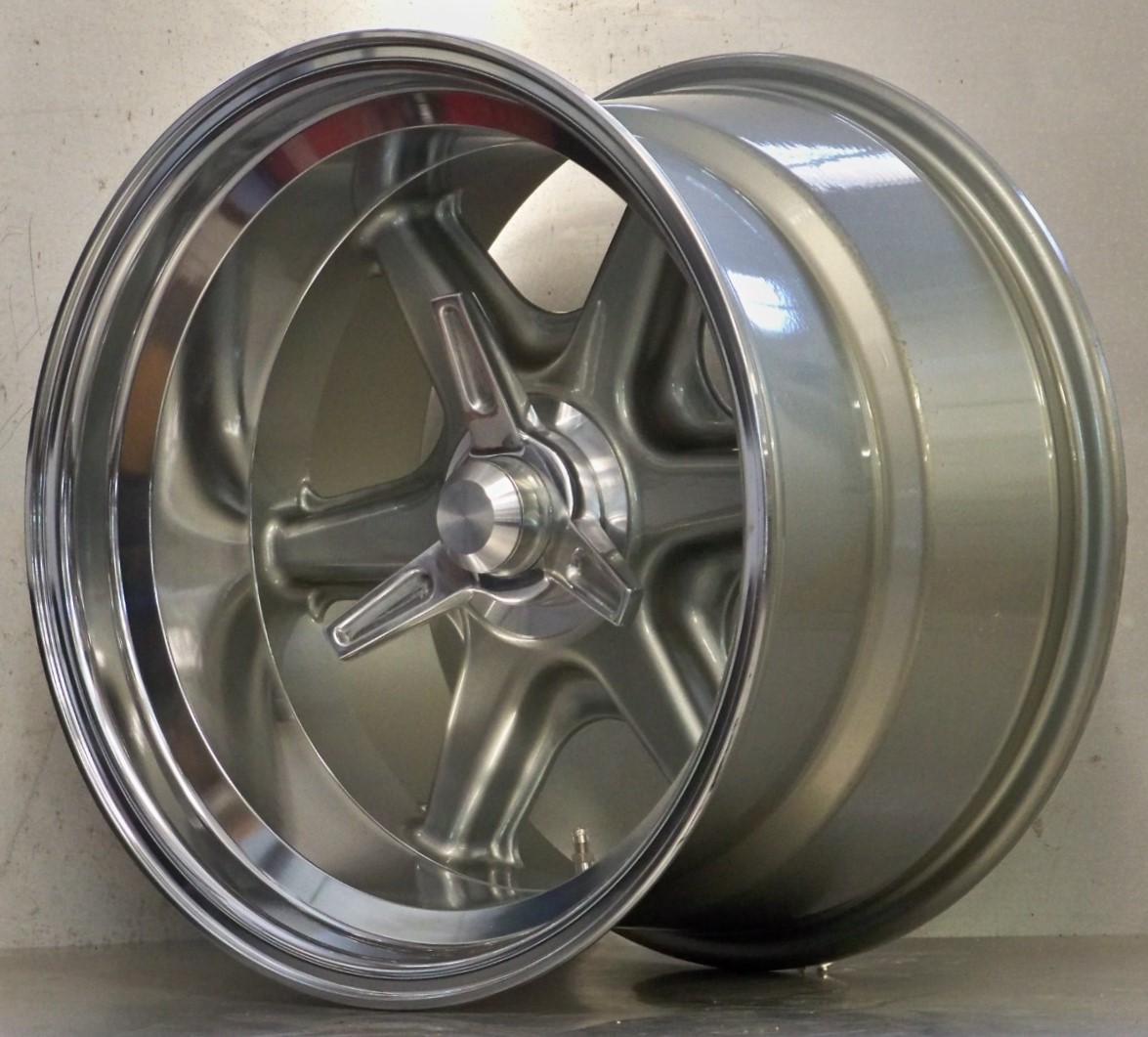 .BR 17 x 8 , 17 x 10.5 wheels adapter spinner kit