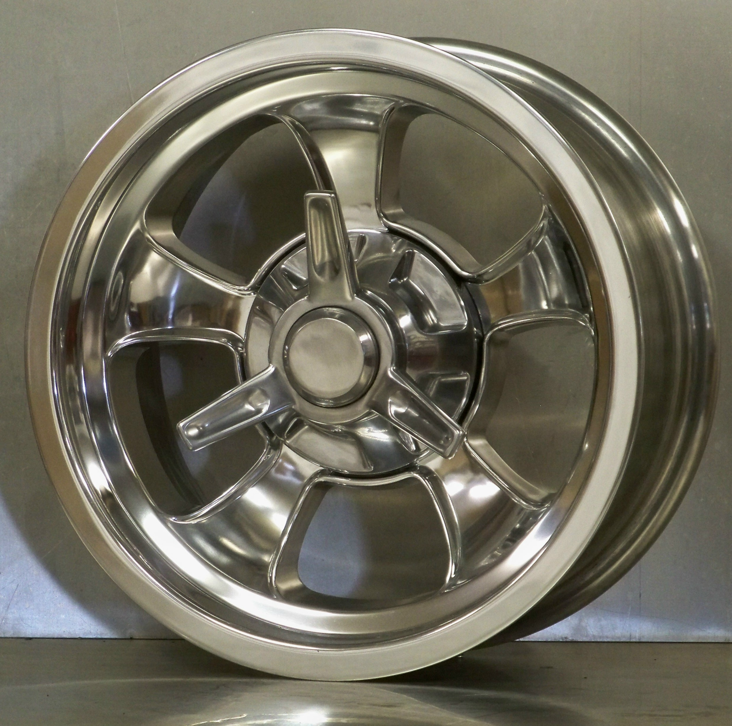 Alloy Cruzer wheel fully polished with spinner